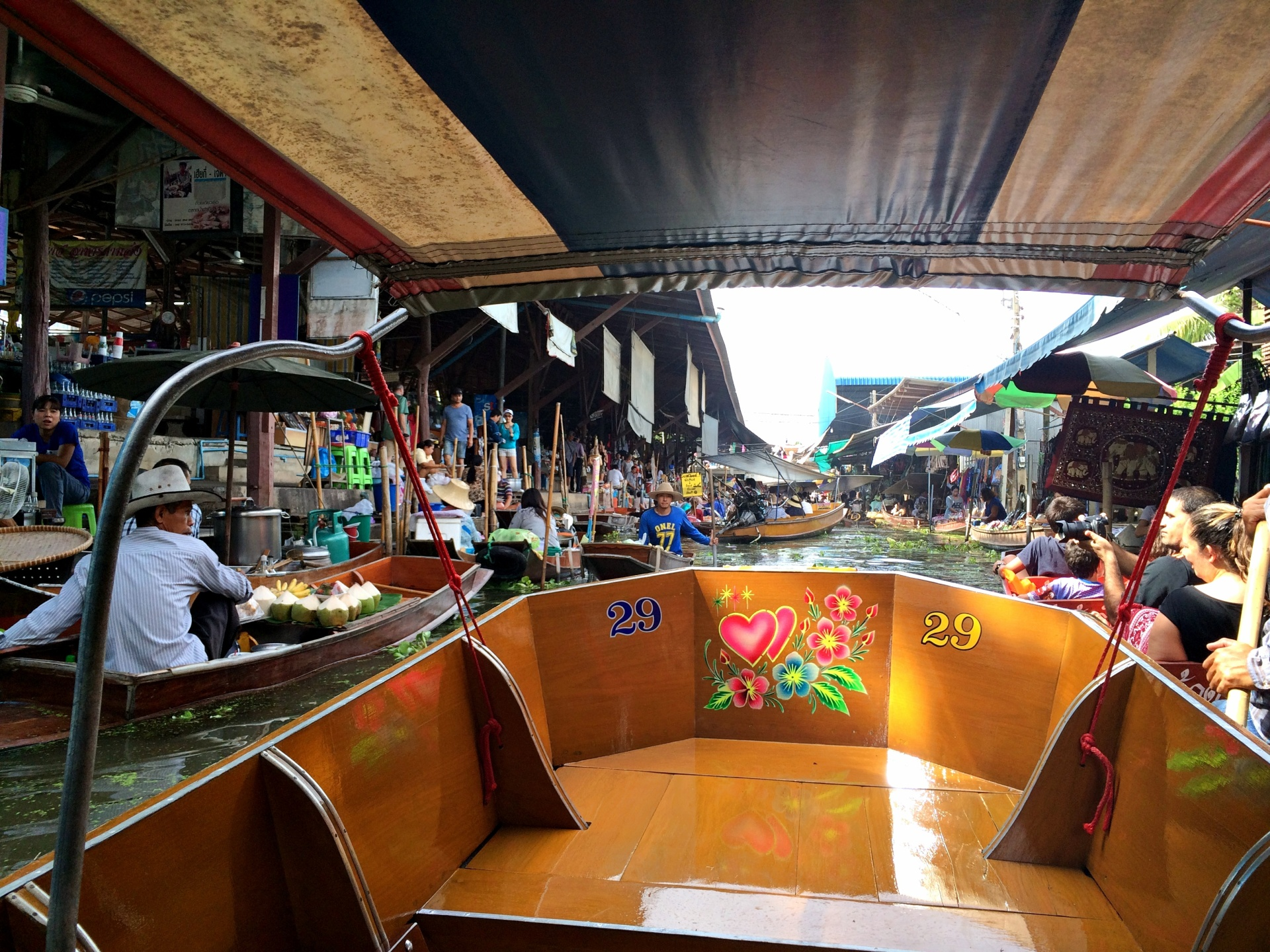 vany visits bangkok floating market 3