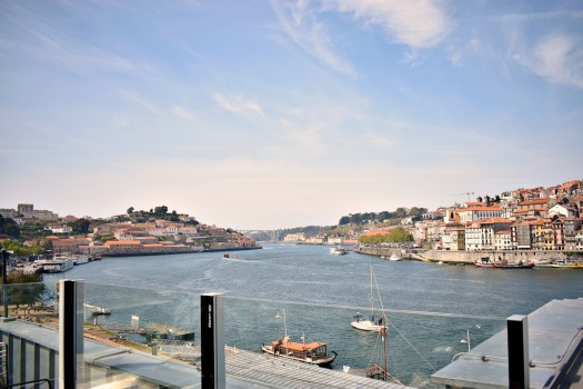 vany visits_porto_360 grad bar