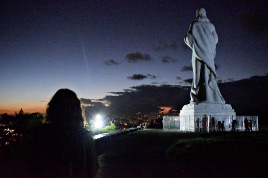 vany visits christus statue havanna